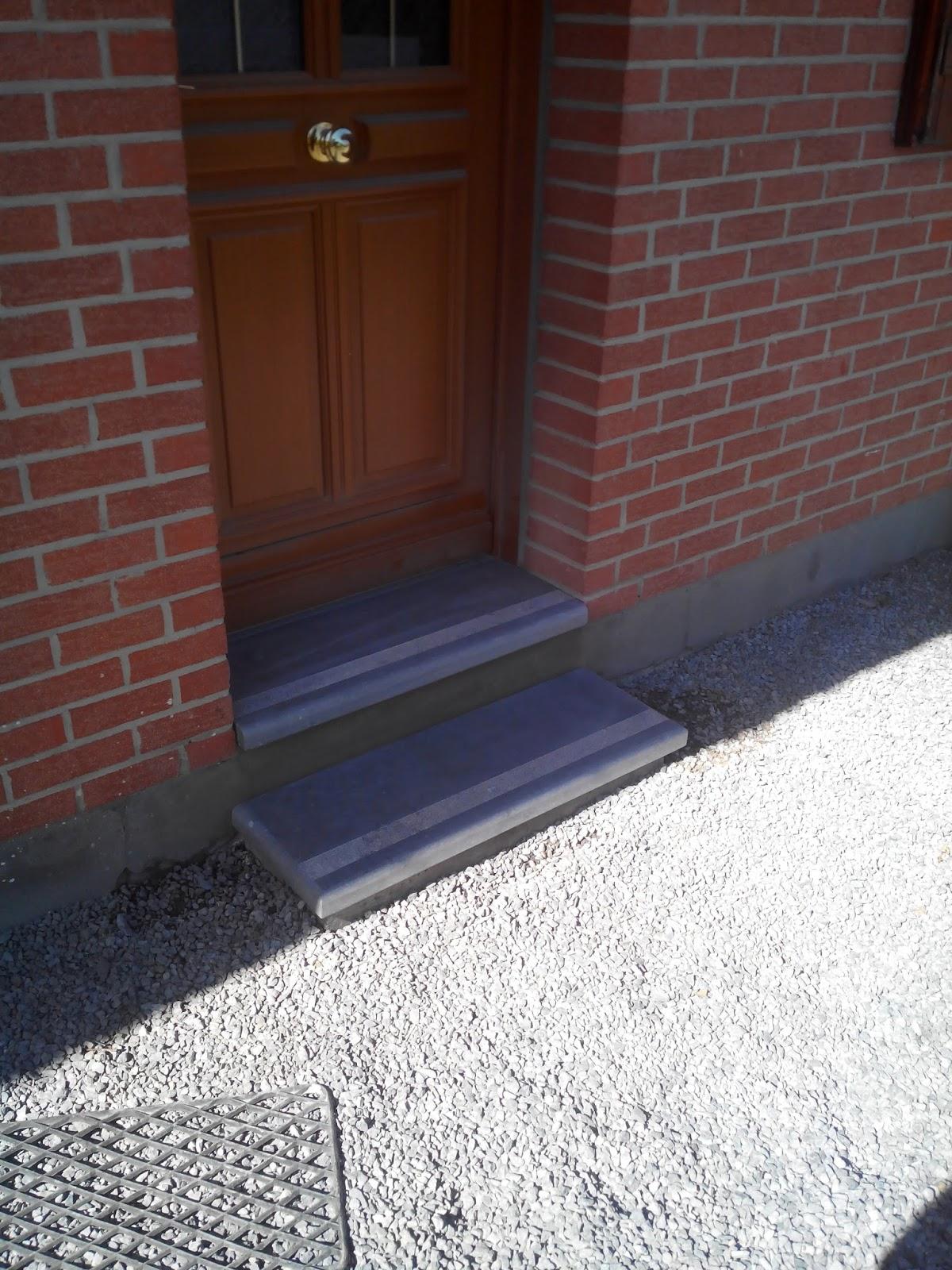 aubert r novation pose d 39 une pierre bleue du hainaut en seuil de porte. Black Bedroom Furniture Sets. Home Design Ideas
