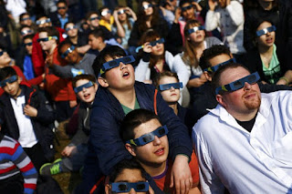 kacamata gerhana matahari total
