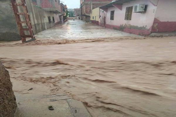 السيول تغرق الطرقات غرب البلاد ..والأرصاد الجوية تحذر
