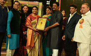 Keerthy Suresh in Saree with Cute and Lovely Smile Tsr Tv9 Awards Last Evening