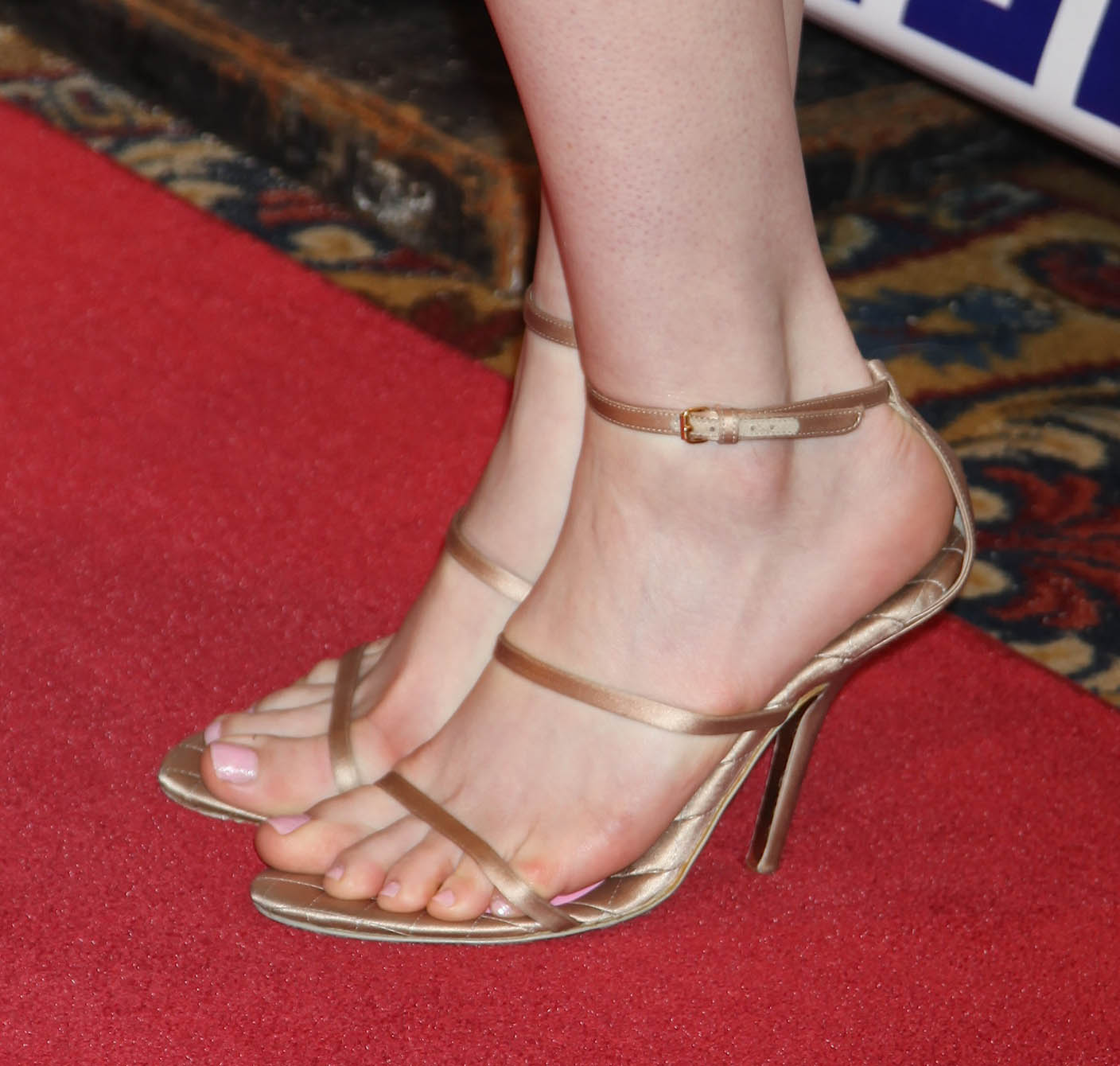 Sexy Feet Anne Hathaway naked photo 2017
