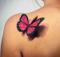 tatuaje de mariposa rosada