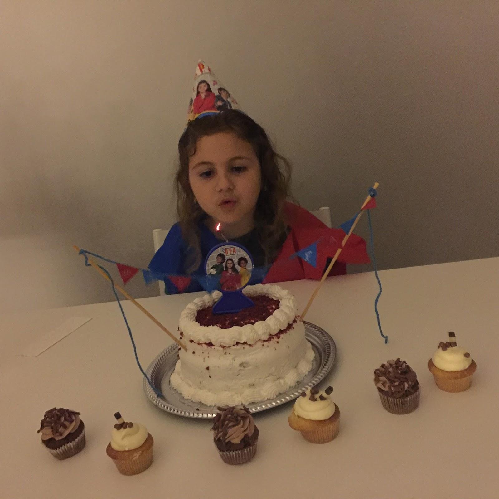 festa #GatocaFaz7 tema D.P.A. - Detetives do Prédio Azul bolo red velvet /cupcakes Sugar Bakery Curitiba ... blog Mamãe de Salto, todos os direitos reservados