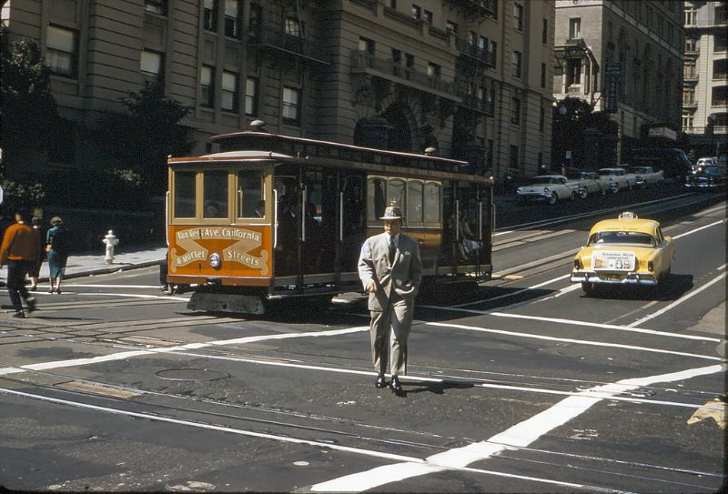 45 Amazing Snaps That Capture Street Scenes of San Francisco in the 1950s