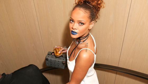 Rihanna celebra sus 28 años con amigos en Los Ángeles.