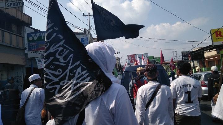 Mujahid Tasikmalaya Menggugat - Aksi Solidaritas Muslim Untuk Rohingya #BenderaTauhid #PanjiRasulullah #AlliwaArroyah #IslamRahmatanLilAlamin