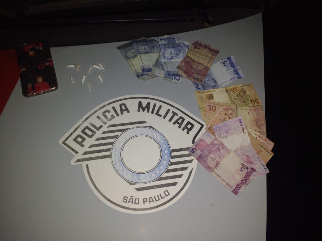 Mulher é presa acusada de tráfico de drogas na vila São Pedro