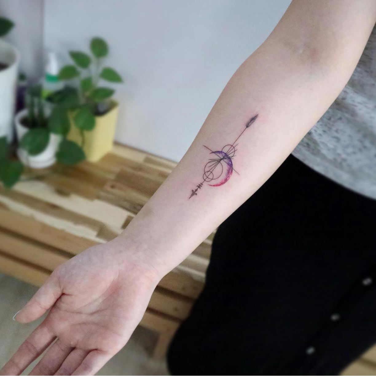 tatuaje pequeño lleno de detalles que lo hacen precioso
