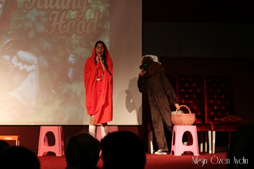 www.nilgunozenaydin.com-ingilizce gecesi-ingilizce öğretmeni-kırmızı başlıklı kız