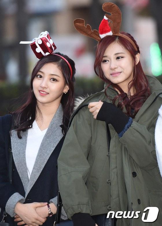 Netizens Dug TWICE's Past Photos Open Newly
