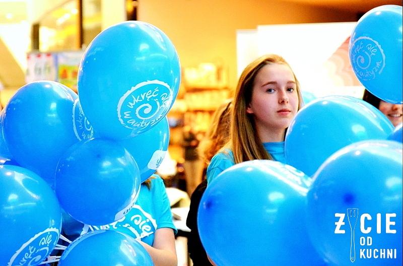 autyzm, light it up blue, wkrec sie w autyzm, swiatowy dzien wiedzy na temat autyzmu, galeria bronowice, balony, niebieski, niebieskie balony, krakow, malopolska, blog, zycie od kuchni