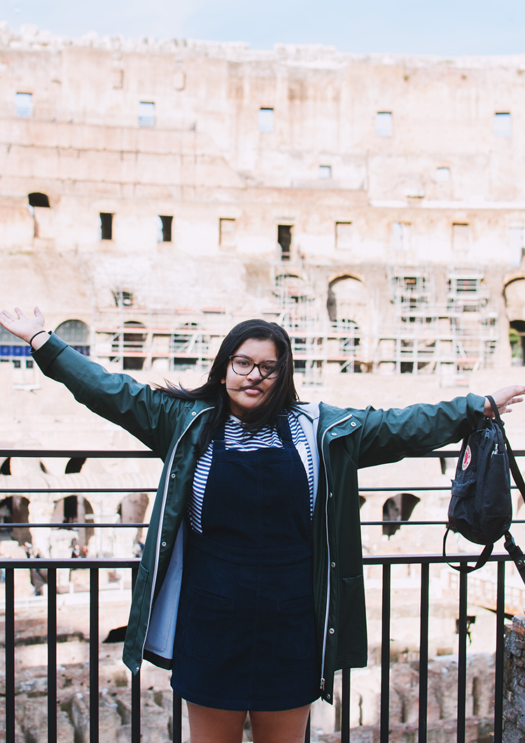 in the colosseum, tourist in colosseum, outfit photo in colosseum