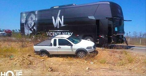 Ônibus do cantor Vicente Nery, se envolve em acidente no Rio Grande do Norte