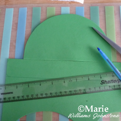 Making a paper hat for a leprechaun St Paddy's craft