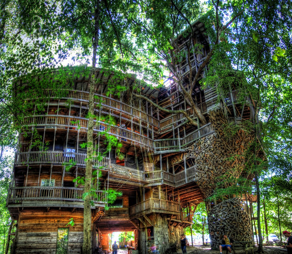 trippy places world s largest fort the minister s tree house - Biggest House In The World 2016