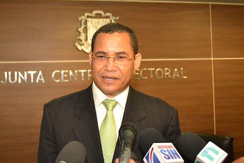 Eddy Olivares, miembro JCE, dice hay tiempo contar votos en los tres  niveles | ATMOSFERA DIGITAL