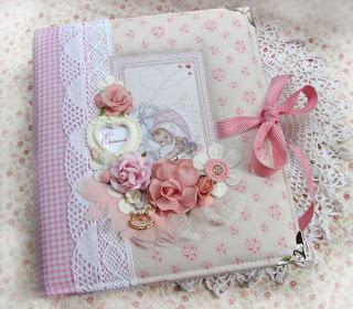 Нежно-розовый альбом для малышки на первый годик