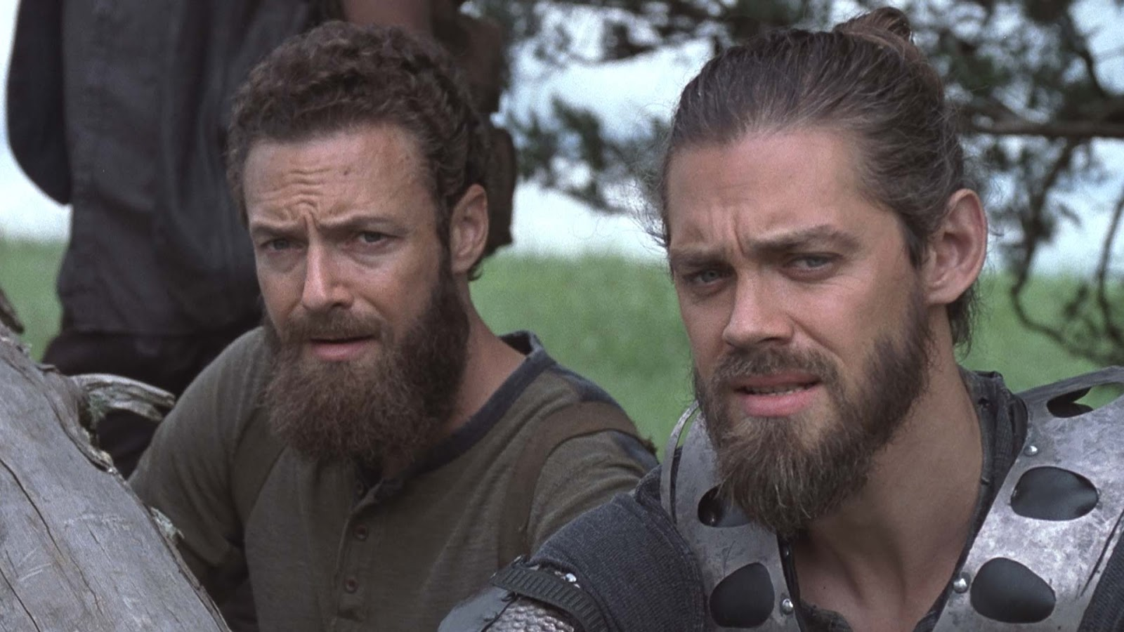 Aaron y Jesus, en el episodios 9x08 Evolution de The Walking Dead