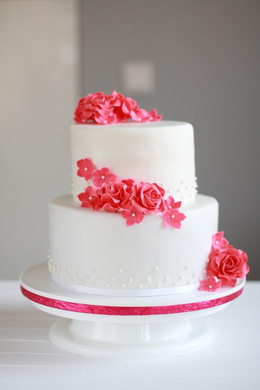Feines Handwerk Hochzeitstorte Mit Perlen Nd Roten Rosen