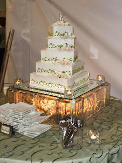 Stunning and Elegant Lighted Wedding Cake Stands