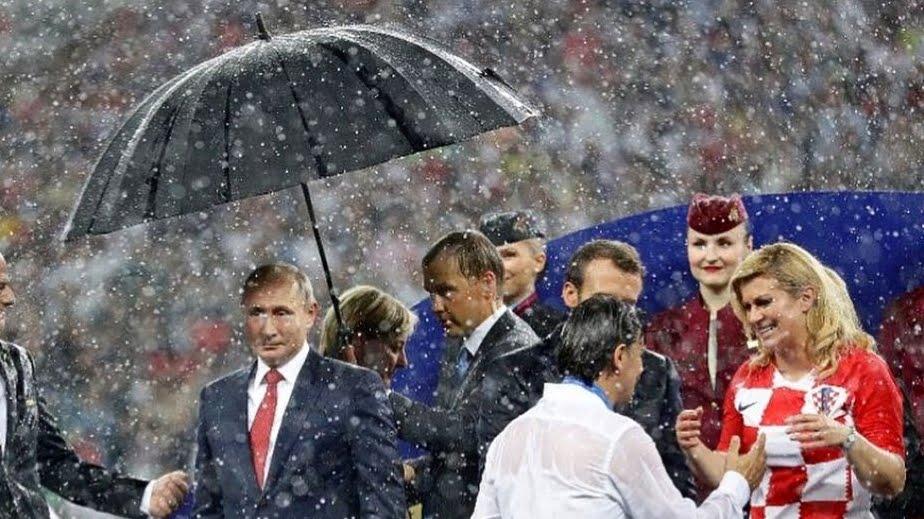 Il grande esempio della presidente croata Kolinda Grabar-Kitarovic alla fine di Francia-Croazia.