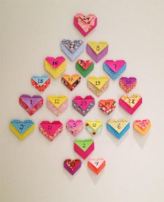 Коледно дърво от оригами сърца - скривалища за малки лакомства