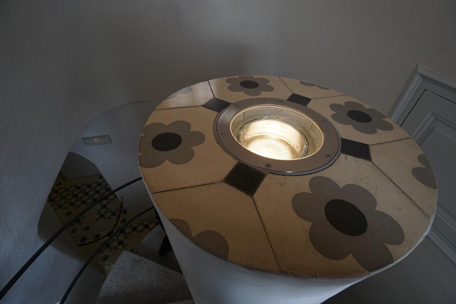 カサ・バトリョ(Casa Batlló) 螺旋階段の照明