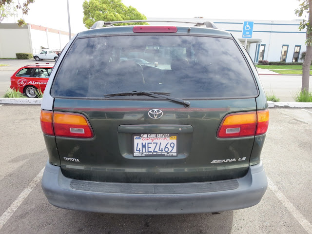 2000 Toyota Sienna before getting new car paint and coloring the change