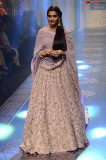 Sonam Kapoor Bollywood ~ .xyz Exclusive 010.jpg