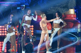 Aksi Kontroversi Twerking Miley Cyrus
