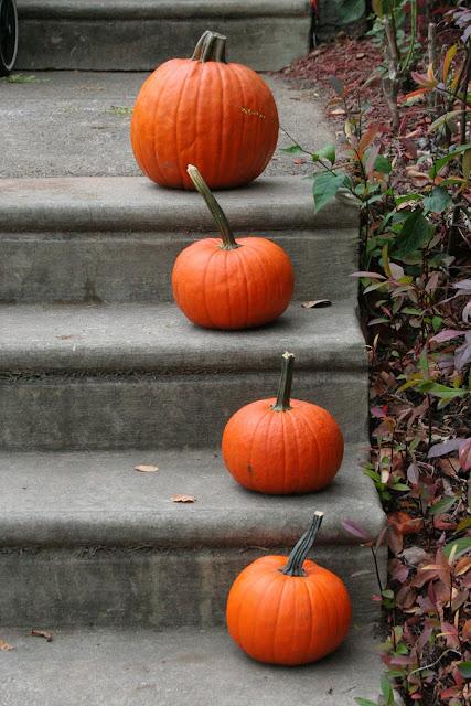 southern mom loves 6 diy outdoor halloween decor ideas