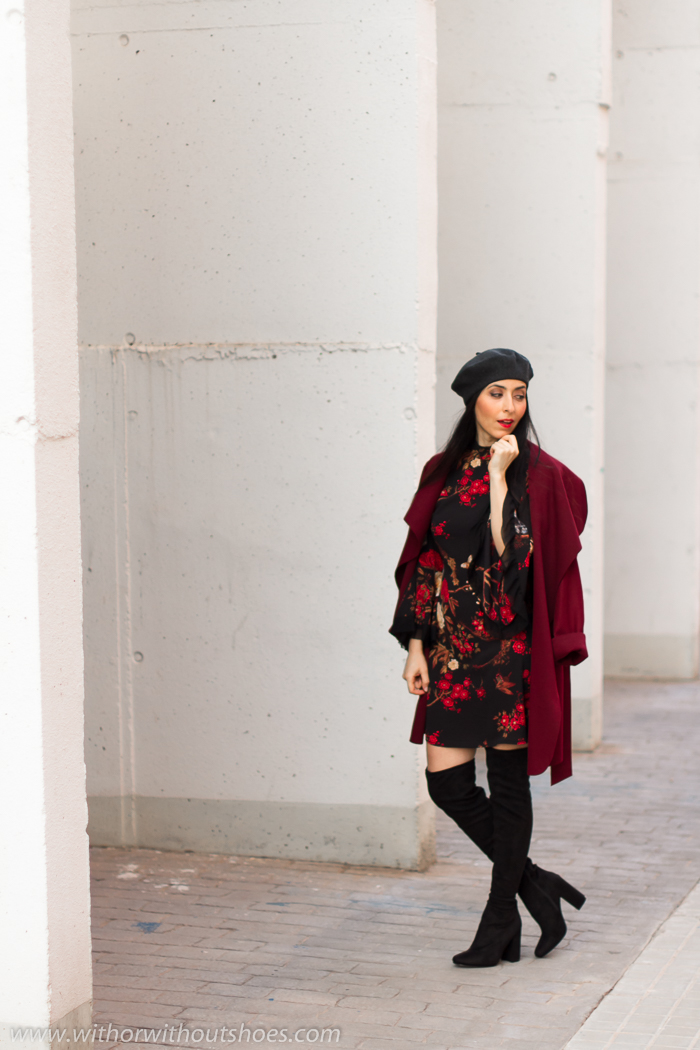 Blogger influencer de Valencia con botas over the knee y boina