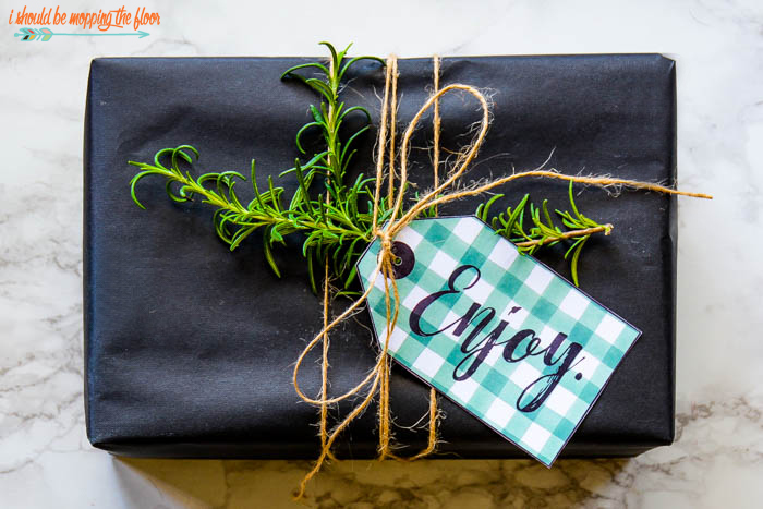 Free Printable Gift Tags | Wrap up your favorite gifts in style with these tags and out-of-the-box gift wrapping ideas.