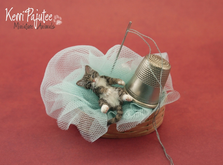11-Sleepy-Kitty-Kerri-Pajutee-Miniature-Sculpture-that-look-Real-www-designstack-co
