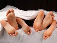 Σάλος στην Πάτρα: Έπιασε τη γυναίκα του με τέσσερις στο κρεβάτι και...!