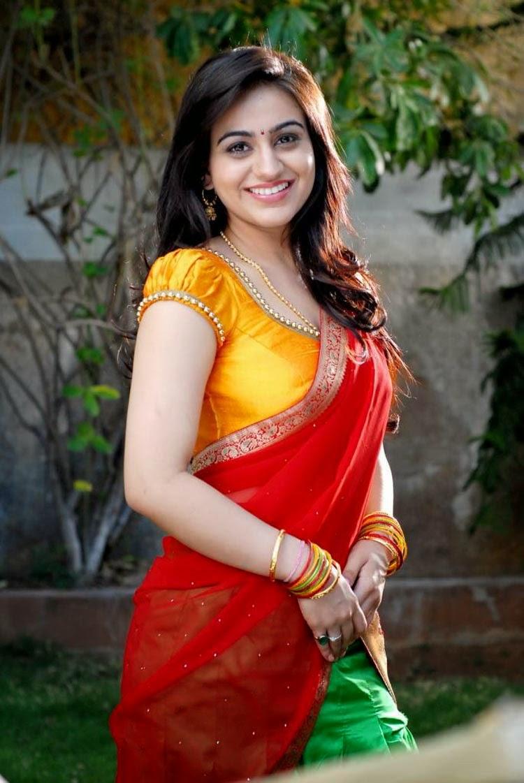 busty south aunty actress aksha red saree pallu drop big ...