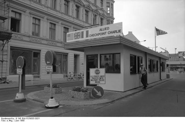 checkpoint charlie tra le attrazioni da vedere a berlino