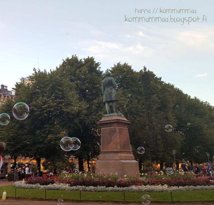 espa esplanadi puisto kesällä helsinki saippuakuplia lauantai-ilta