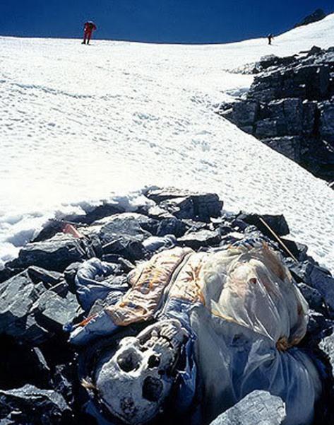 8 Gambar Mayat Terbiar Di Gunung Everest Seram Carigold Forum
