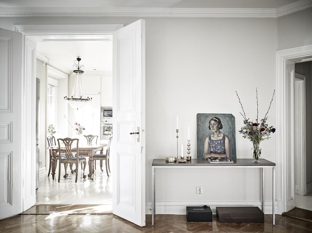 Interior nórdico con toques clásicos y mucho glamour