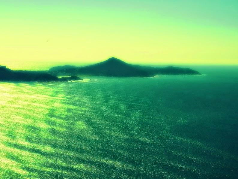 ista da Praia das Quatro Ilhas a partir do topo do Morro do Macaco, em Bombinhas.