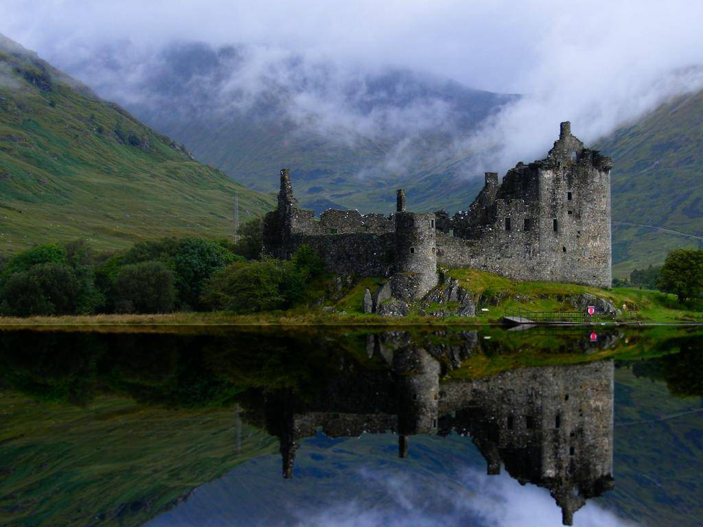 Deserted Places: The abandoned Kilchurn Castle in Scotland