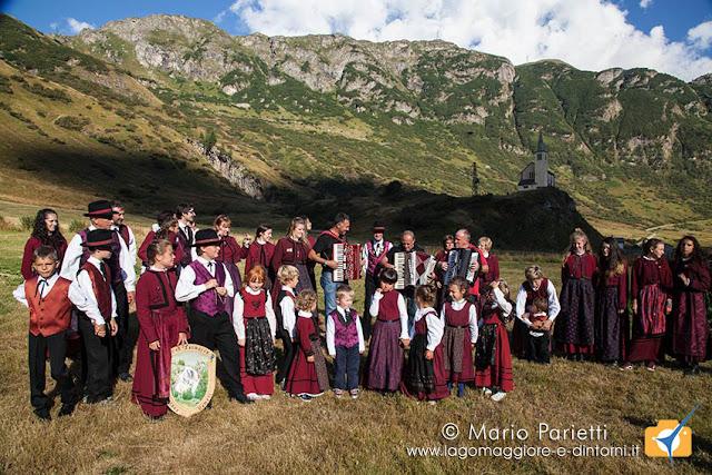 Sbrinz Route a Riale, la delegazione italiana con abiti tipici