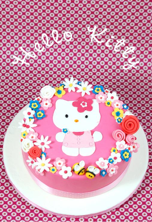 Kessy S Pink Sugar Hello Kitty Fruhlingstorte Mit Erdbeer Mousse