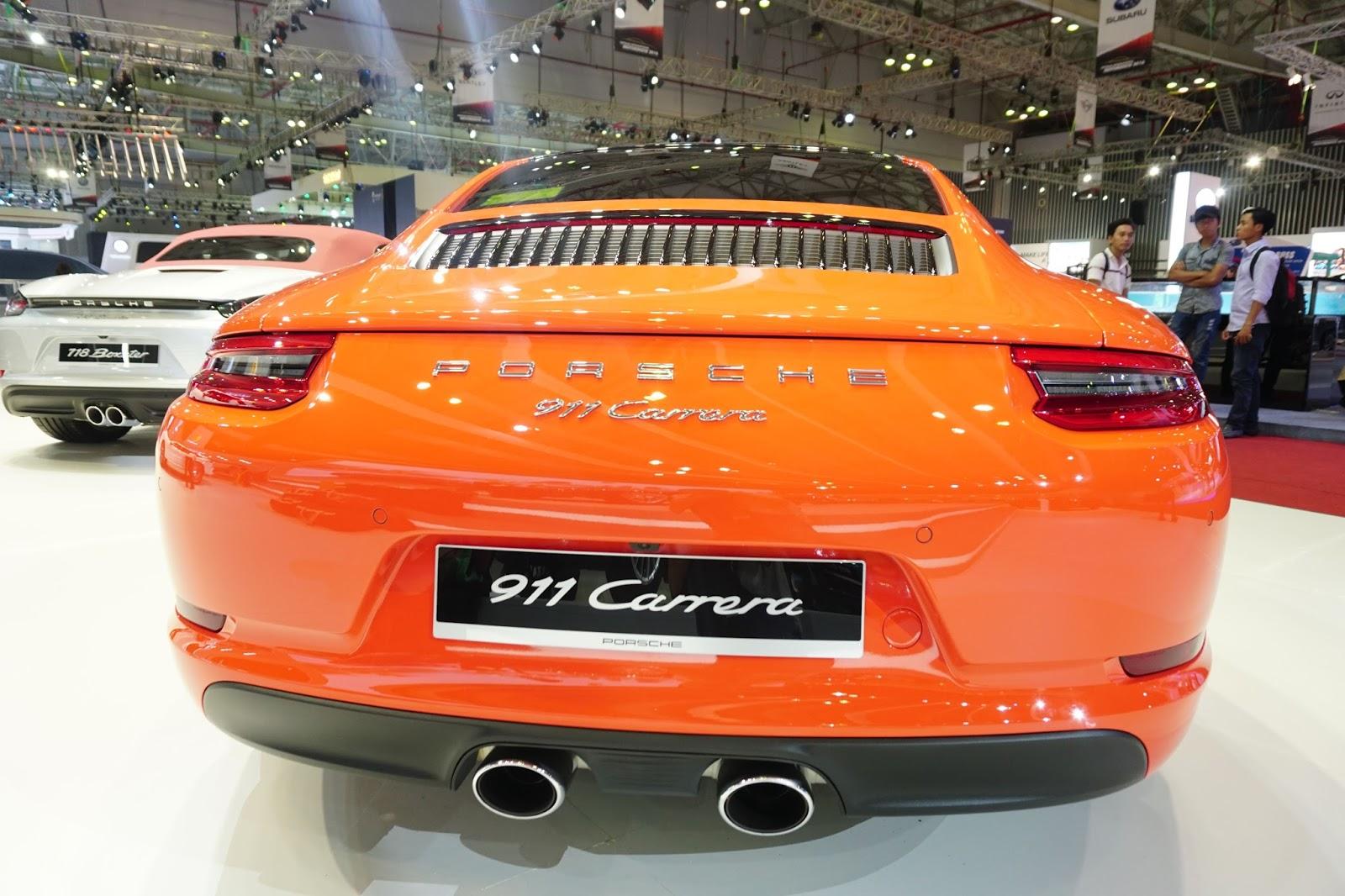 Đuôi xe của Porsche 911 Carrera trông rất đầy đặn, cá tính