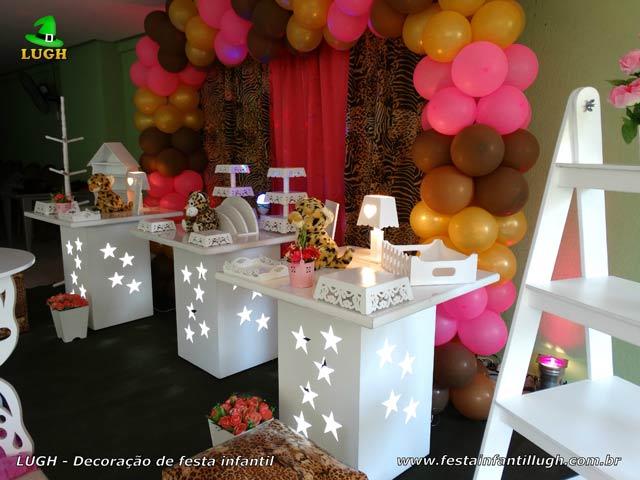 Mesa temática decorada com Oncinha - Festa de aniversário