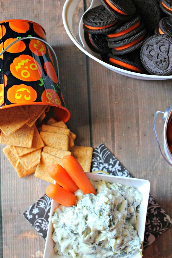 Halloween Snacks: Mad Scientist Spinach Artichoke Dip #SpookySnacks #Shop