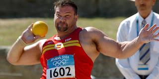 La medalla de oro fue para el ucraniano Bilonog, pero con los años se descubrió que se había dopado. La medalla de bronce llega en justicia casi una década después.