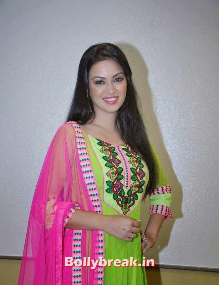 Maryam Zakaria - Mujra dancer from arabian country, Maryam Zakaria Pics from Welingkar Fashion Show