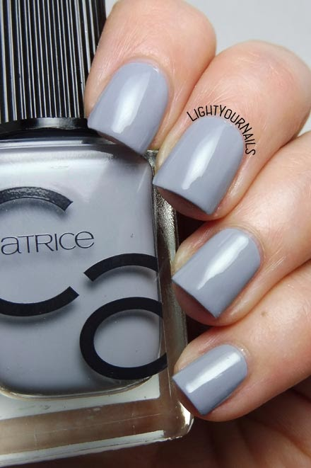 Smalto laccato grigio Catrice ICONails 16 Cloud Nine grey creme nail polish #unghie #nails #catrice #lightyournails